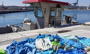 Macherine e guanti raccolti nel Porto di Ancona