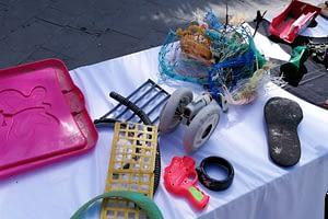 oggetti-plastica-mostra-pescara.jpg