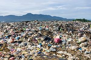 traffico illegale dei rifiuti di plastica