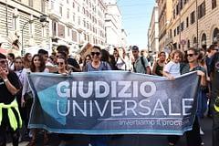 legge europea sul clima - manifestazione di sostenitori della giustizia ambientale