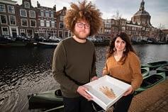 La prima vittima dei rifiuti da coronavirus nei Paesi Bassi è un pesce persico impigliato nel pollice di un guanto