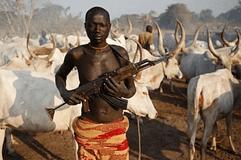 Africa - Un-pastore-semi-nomade-Fulani-imbraccia-un-fucile-automatico