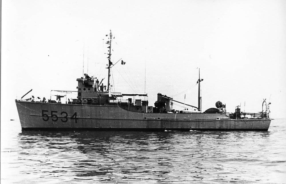Dragamine della Marina Militare Luigi Toti